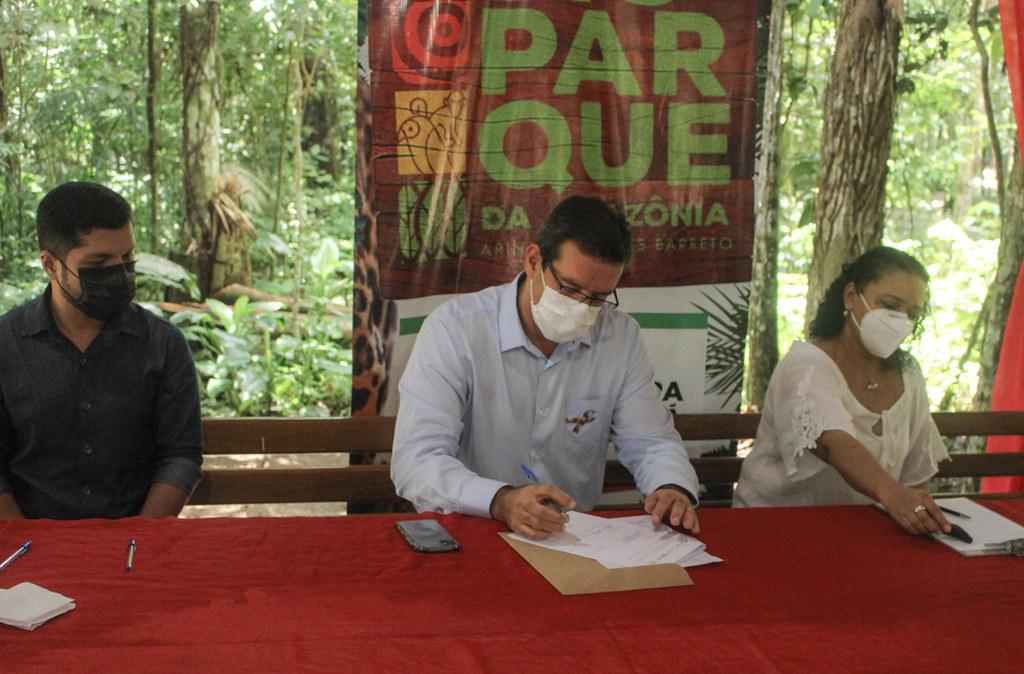 Instituto Mamirauá e Bioparque da Amazônia assinam acordo de cooperação técnica para reabilitação de peixes-boi